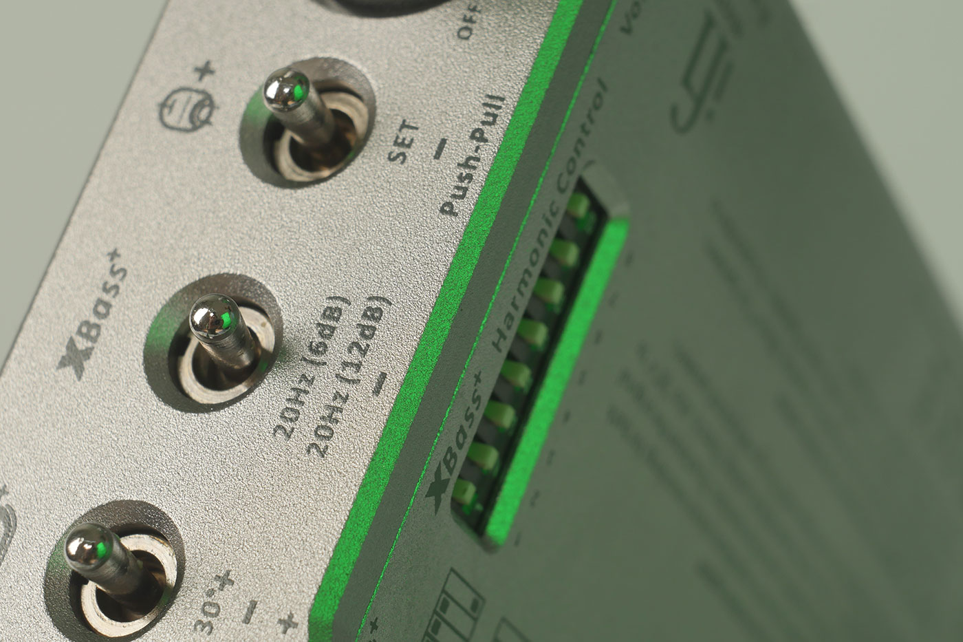 "micro iTube2 – 简单的A / B比较未改变的信号与""管状""声音"
